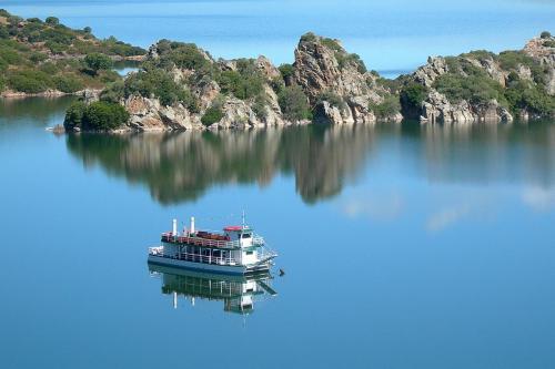 Battello sul lago Flumendosa - Nurri